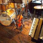 店内のドラムセット